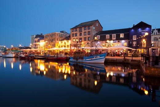 England - Devon - Plymouth - The Barbican with restaurants in the evening : Stock Photo