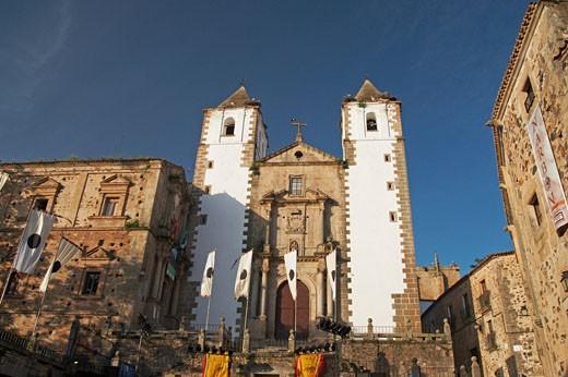 Caceres, Iglesia De San Francisco Javier, Plaza San Jorge : Stock Photo