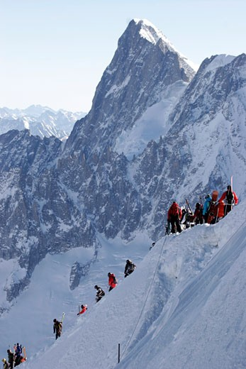 L'Aguille Du Midi, Skiers Trekking : Stock Photo