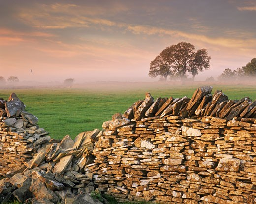 Gloucestershire: Typical Cotswold Scene : Stock Photo