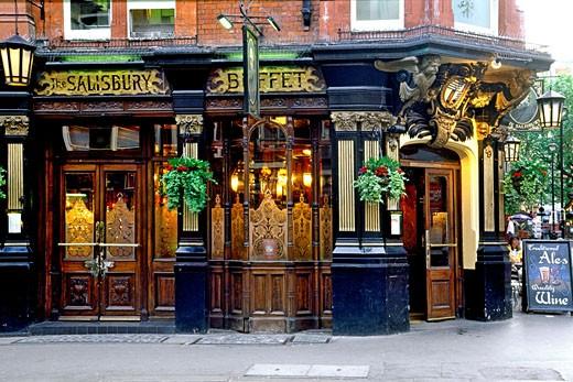 The Victorian-era Salisbury Pub In London. : Stock Photo