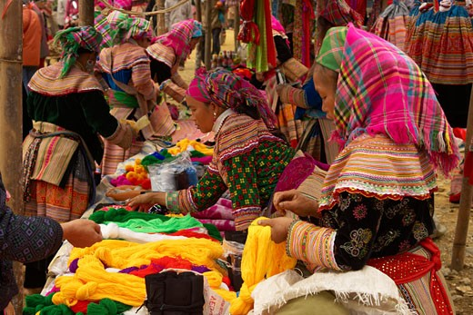 Lao Cai Province, Flower Hmong Hill Tribe, Bac Ha Sunday Market : Stock Photo