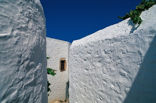 Greece, Dodecanese, Patmos Island, Old house with whitewashed walls : Stock Photo