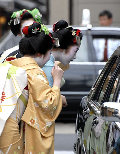 Maiko (apprentice Geisha) And A Taxi In Miyagawacho Kyoto Japan. : Stock Photo