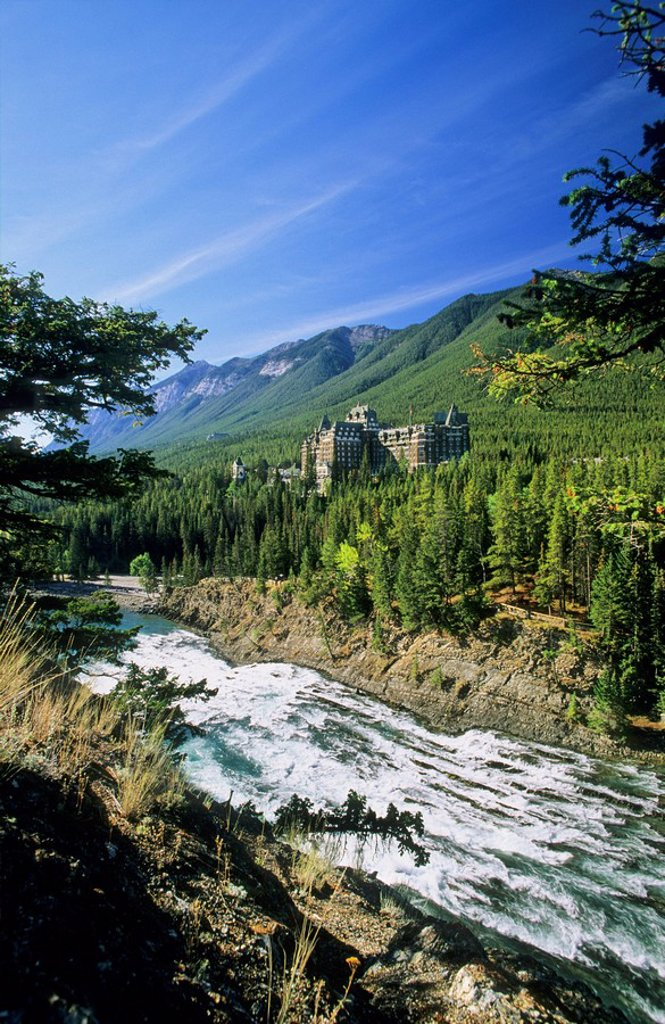 Stock Photo: 1990-1017 Banff Springs Hotel and the Bow River, Banff National Park, Alberta, Canada