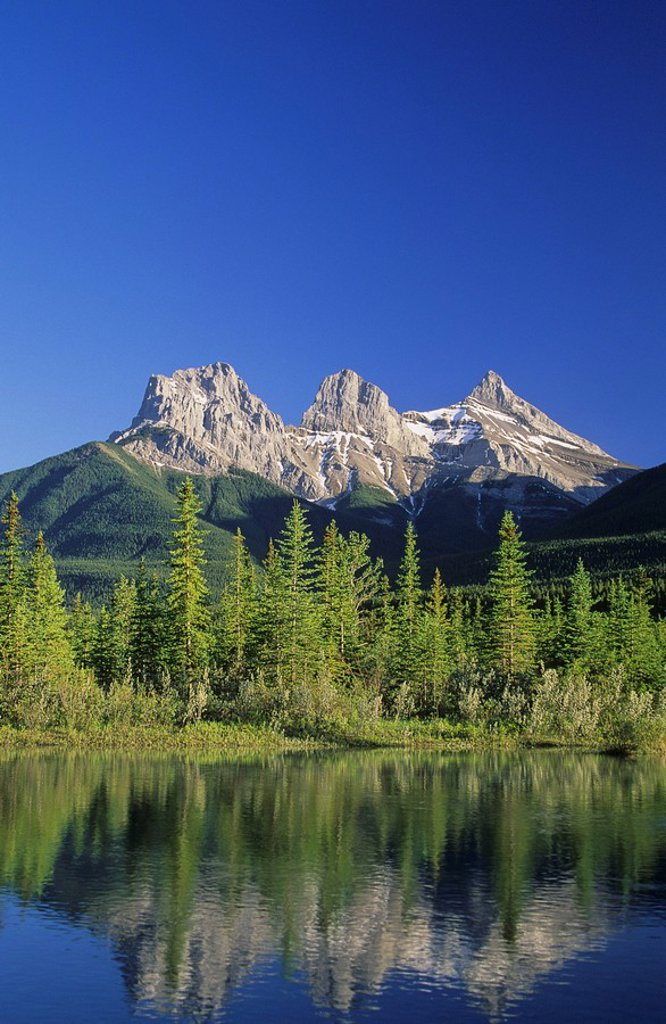 Stock Photo: 1990-1081 Three Sisters Mountains, Canmore, Alberta, Canada