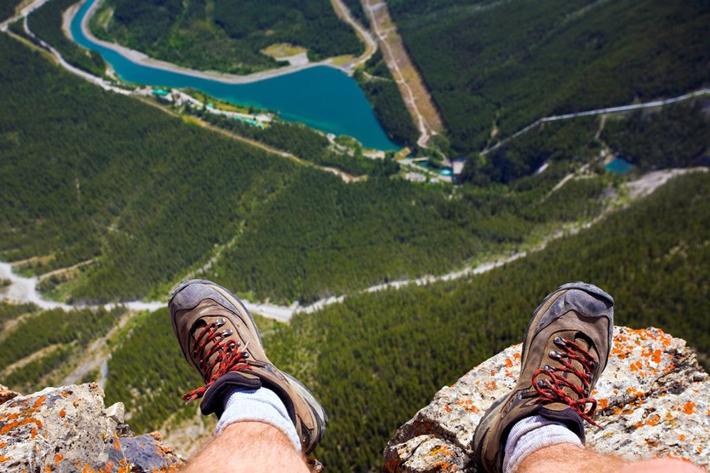 Hiker´s feet at edge of cliff, Mount Rundle near Canmore, Alberta, Canada : Stock Photo