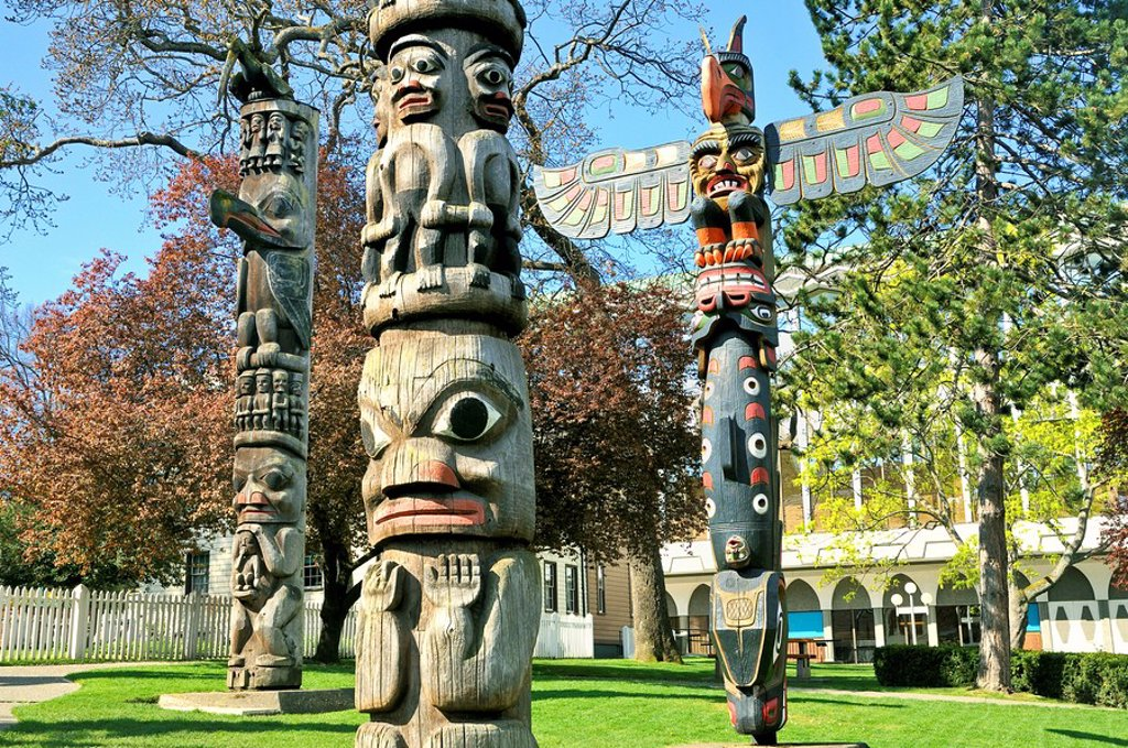 First Nation totem poles, Thunderbird Park, Royal British Columbia Museum, Victoria, British Columbia, Canada : Stock Photo