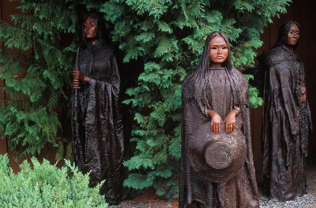Coast Salish women sculpture by Sandy Clark, Chemainus, Vancouver Island, British Columbia, Canada : Stock Photo