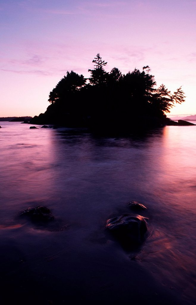 Stock Photo: 1990-22723 Crystal Cove islet at MacKenzie Beach - Tofino area, Vancouver Island, British Columbia, Canada
