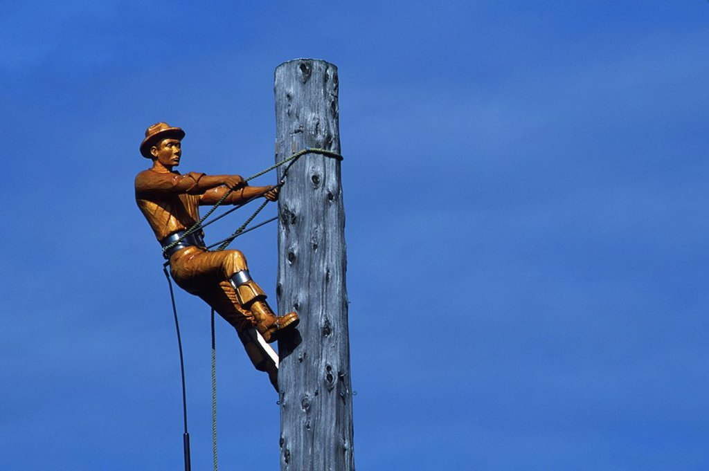 Campbell River, carving of logger on spar pole, Vancouver Island, British Columbia, Canada : Stock Photo