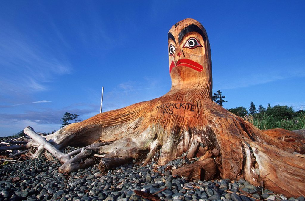 carving on beach which prompted the driftwood carving festival, Campbell River, Vancouver Island, British Columbia, Canada : Stock Photo