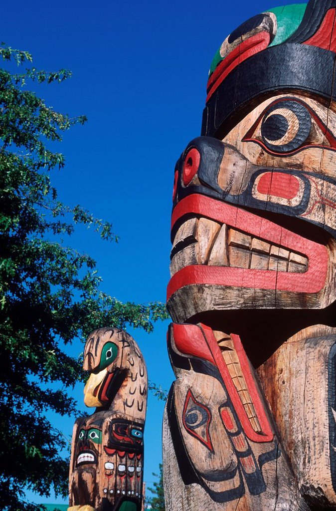 Stock Photo: 1990-23399 First Nation´s totem pole, Duncan, Vancouver Island, British Columbia, Canada