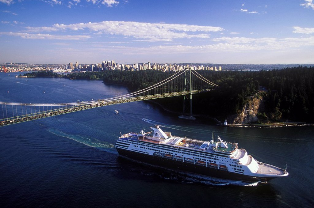 Cruise ship passing under the Lions Gate Bridge, Vancouver, British Columbia, Canada : Stock Photo