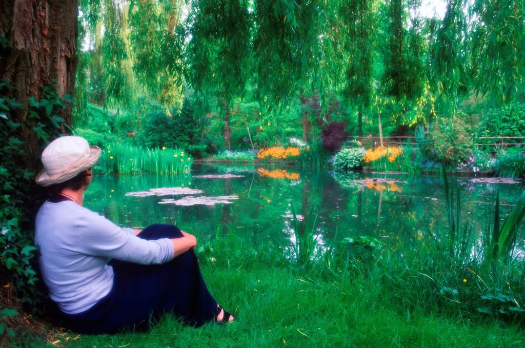 Stock Photo: 1990-29263 France, Giverney - Monet´s Garden - woman resting by pond
