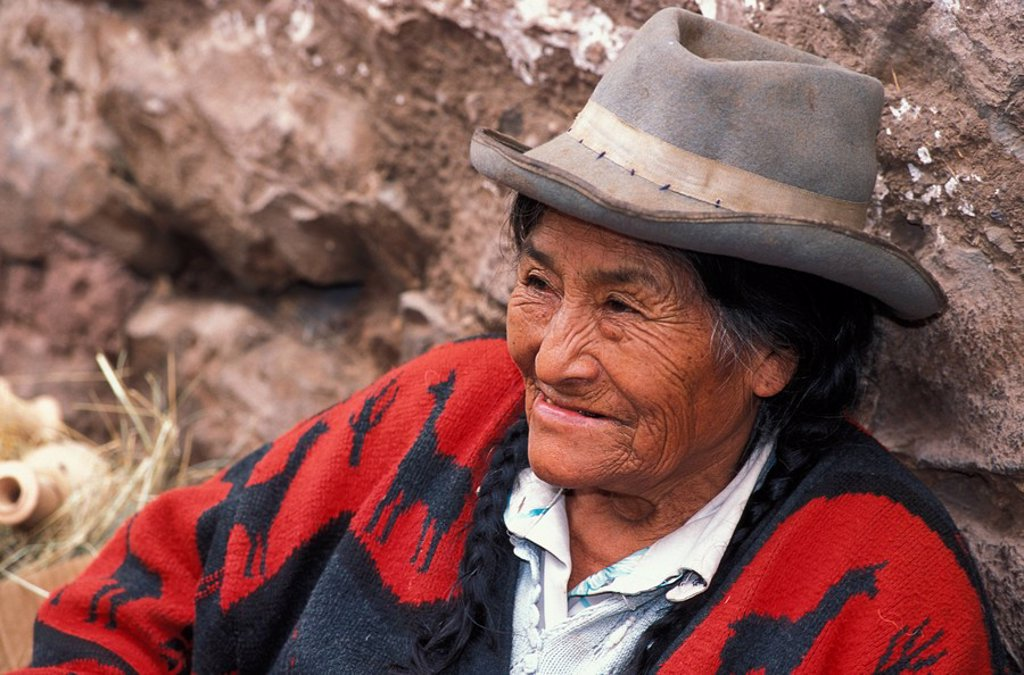 Peruvian elder in the market at Pisac, The Sacred Valley of the Incas, north of Cusco, Peru : Stock Photo
