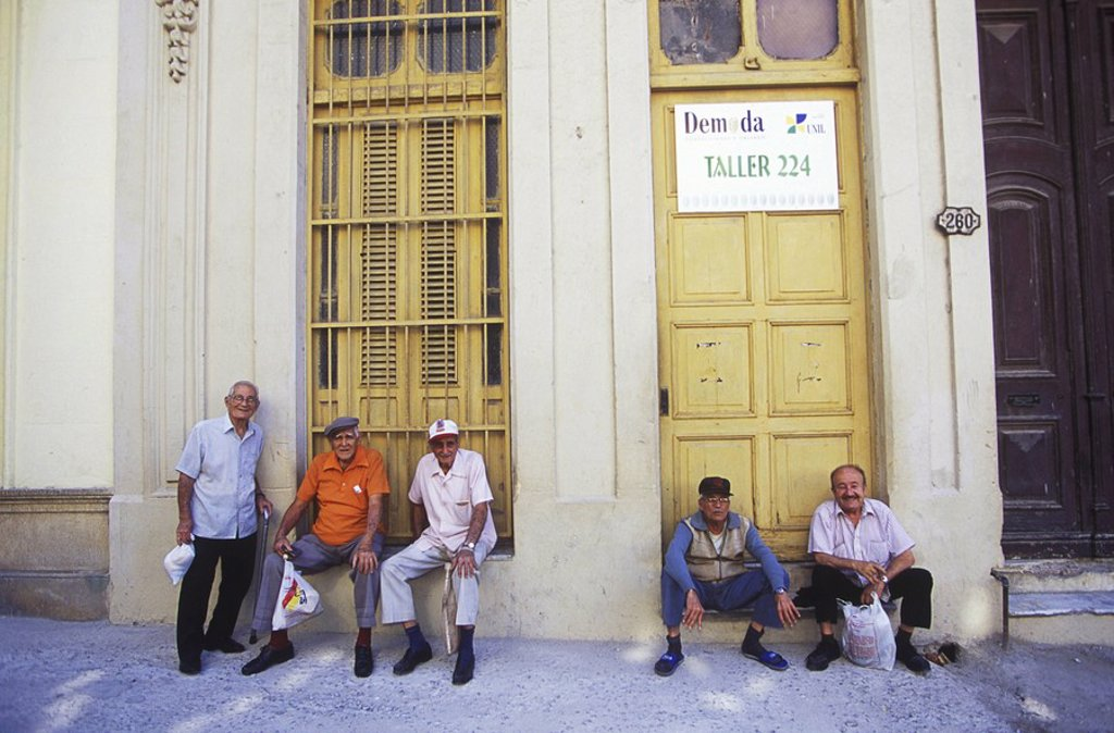 Stock Photo: 1990-29577 Cuba, Havana - Barrio Chino - local habernero men on the street