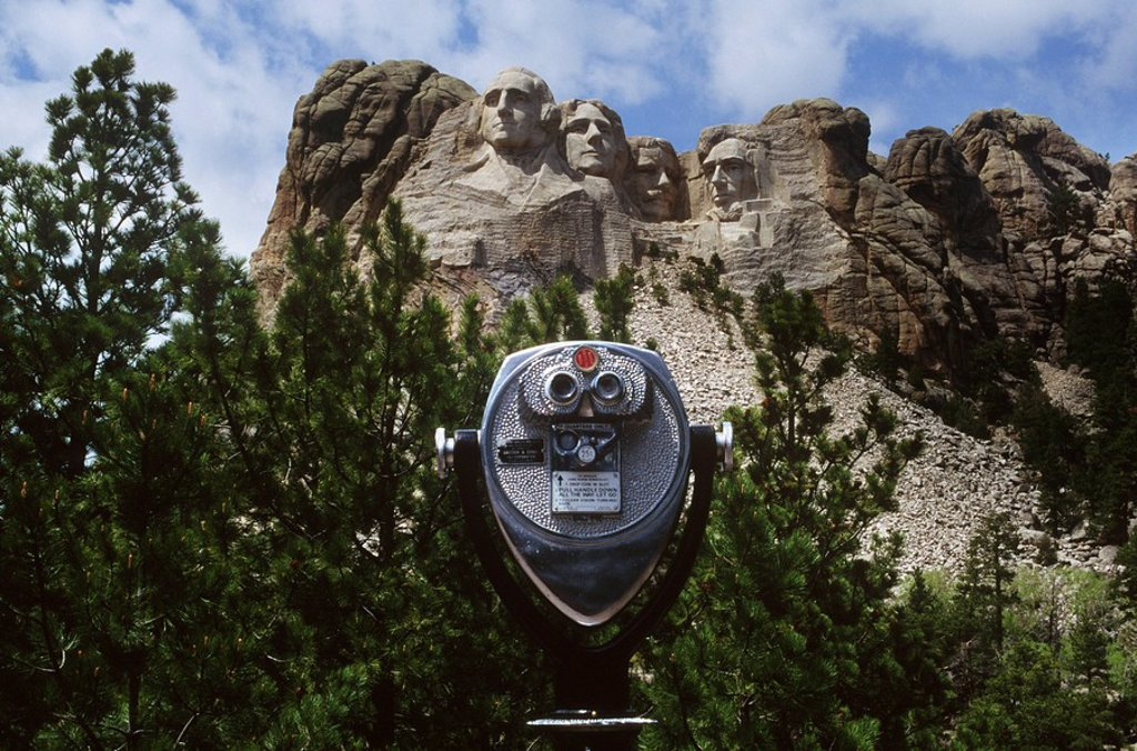 Stock Photo: 1990-29980 USA, South Dakota, Mount Rushmore with viewscope in foreground