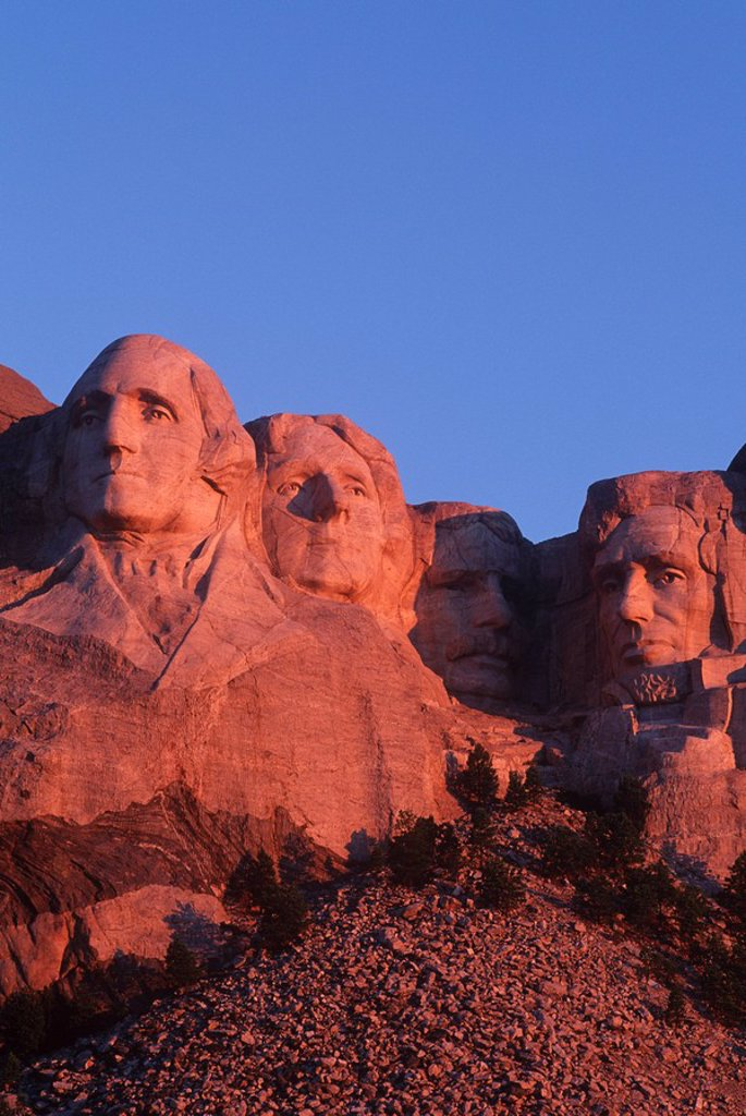USA, South Dakota , Mount Rushmore stone carvings of US Presidents, George Washington, Thomas Jefferson, Teddy Roosevelt and Abraham Lincoln : Stock Photo