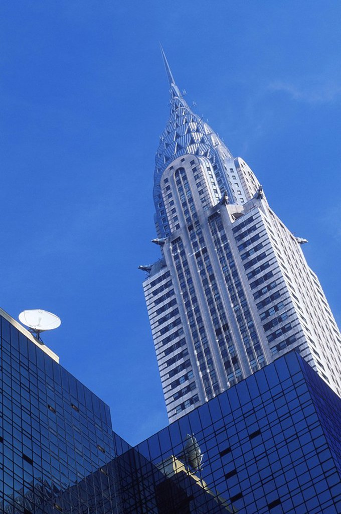 Stock Photo: 1990-30202 USA, New York City, Chrysler Building with satellite dish