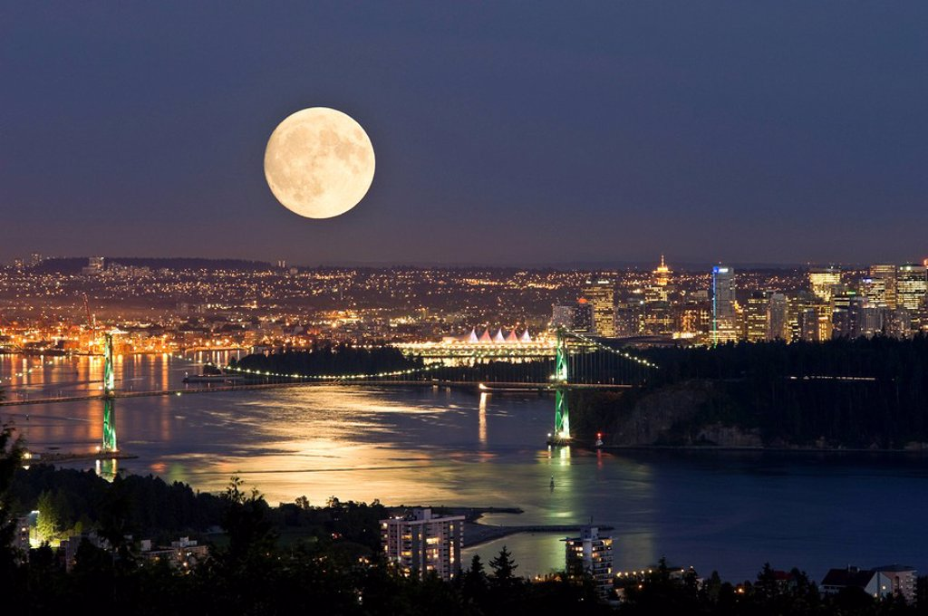 Stock Photo: 1990-34609 Full moonrise over Vancouver.