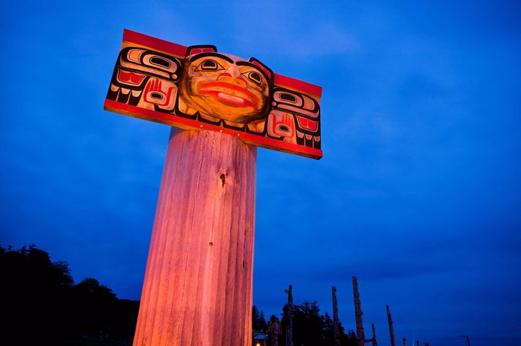 Beautiful examples of First Nations totem poles can be seen at the native burial grounds in Alert Bay on the southern end of Cormorant Island. Alert Bay, Cormorant Island, British Columbia, Canada. : Stock Photo