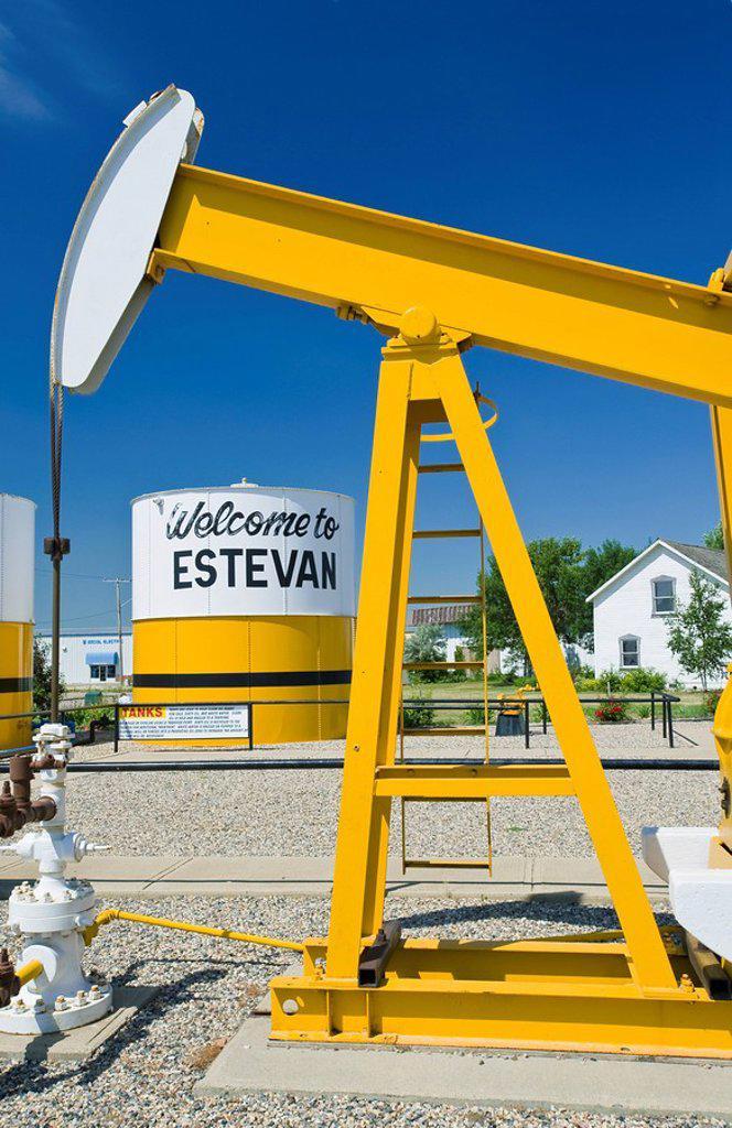 Stock Photo: 1990-37677 pumpjack and oil storage tank, Estevan, Saskatchewan, Canada