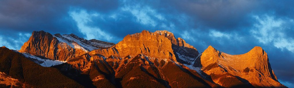 Panorama alpenglow on the Canadian Rockies at sunrise above the Town of Canmore, Alberta, Canada : Stock Photo