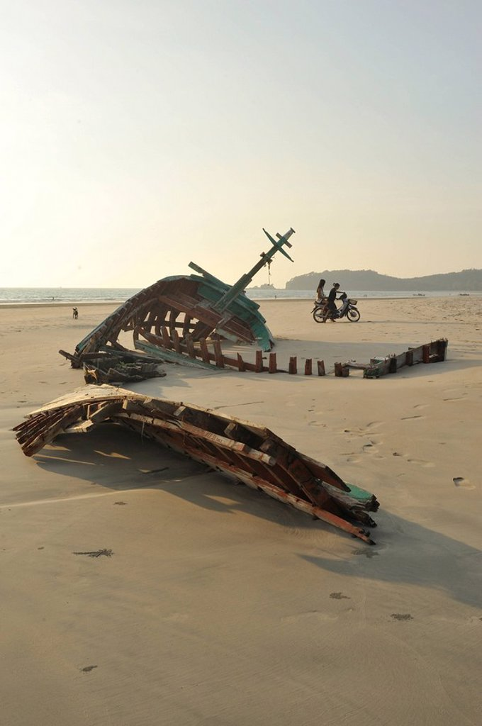 derelict boat, Ao Yai Beach, Koh Phayam, Andaman Sea, Ranong Province, Thailand : Stock Photo