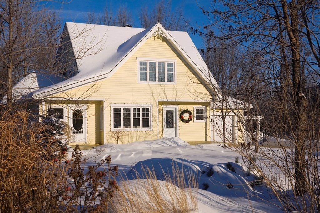 Two_story residential home decorated with a Christmas wreath in winter, Laval, Quebec, Canada. : Stock Photo