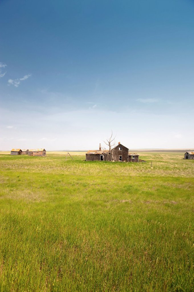 Stock Photo: 1990-41217 Abandoned Farm in Bad Hills, Canada, Saskatchewan.