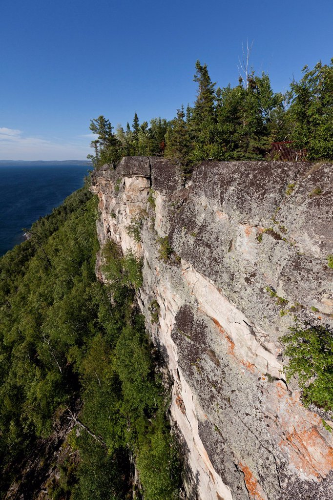 Stock Photo: 1990-45643 Cliffs at the lookout over Thunder Bay on Lake Superior at Sleeping Giant Provincial Park, Ontario, Canada
