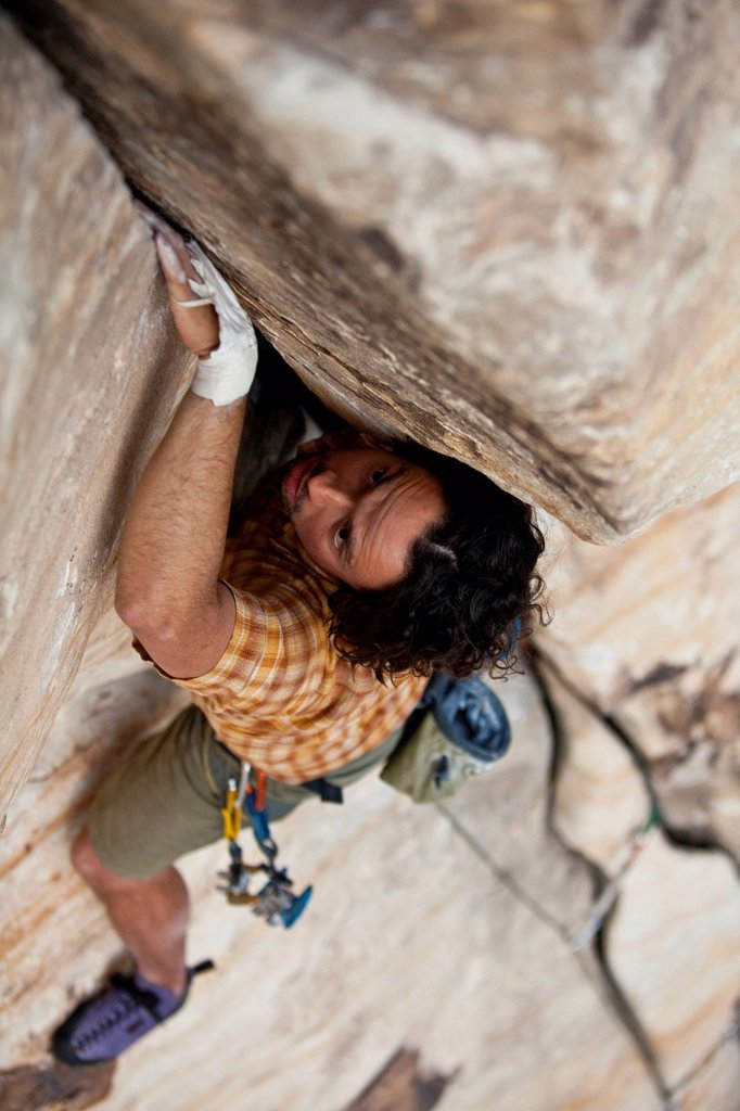 A male climber jams, Karate Crack 5.9, Red Rocks, Nevada, United States of America : Stock Photo
