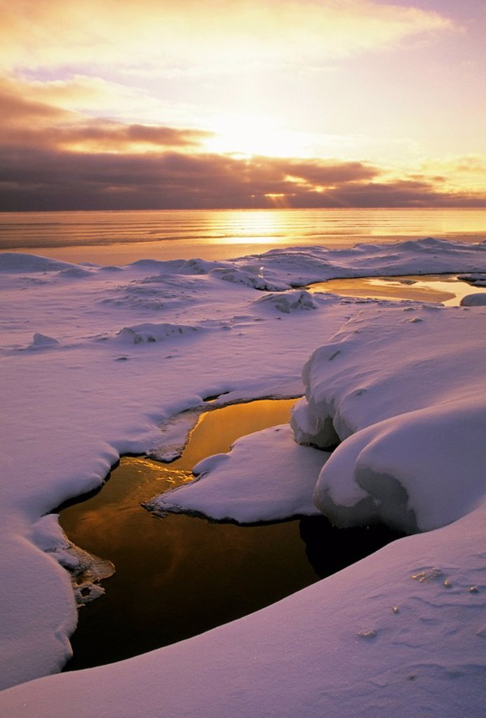 The sun rises over Georgian Bay on the Bruce Peninsula in winter, Ontario, Canada : Stock Photo