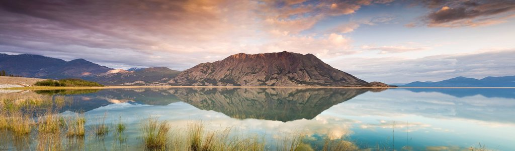 Klaune Lake and Tachal Dhal Sheep Mountain, Kluane National Park and Reserve, Yukon Territory, Canada : Stock Photo