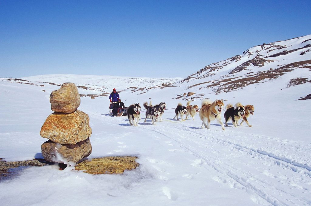 Dogsled team crossing Meta Incognita Peninsula, Baffin Island, Nunavut, Canada. : Stock Photo