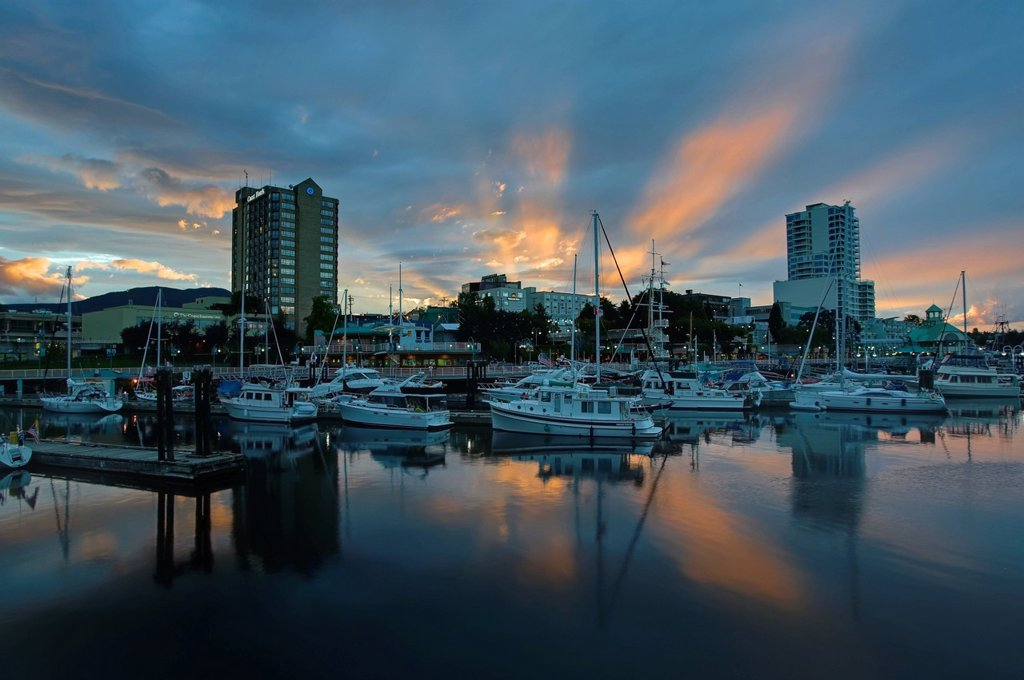 The Nanaimo waterfront and harbour at sunset. Nanaimo, Central Vancouver Island, British Columbia, Canada. : Stock Photo