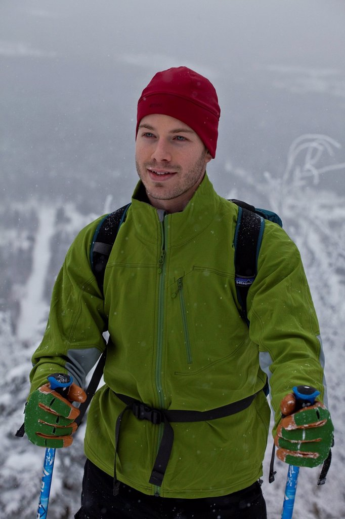 A young man snowshoeing in fresh powder in the eastern townships on Mt. Ham, Quebec, Canada : Stock Photo