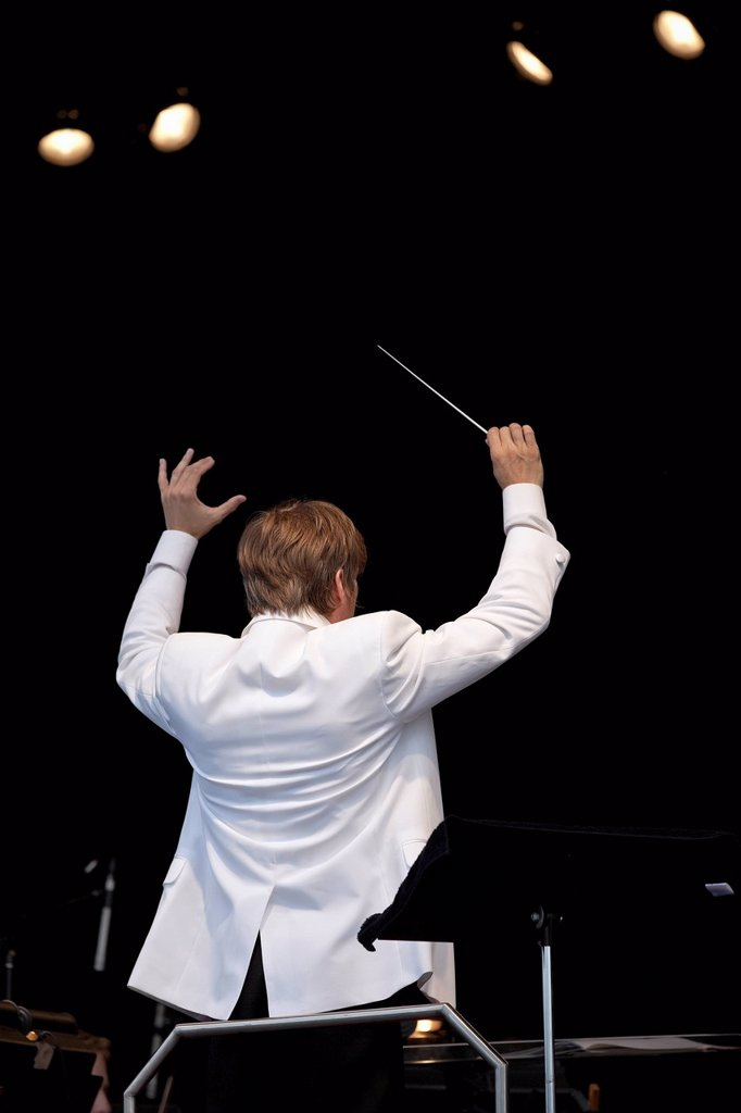 Stock Photo: 1990-57857 Music director Alexander Mickelthwate conducting the Winnipeg Symphony Orchestra, Manitoba, Canada.
