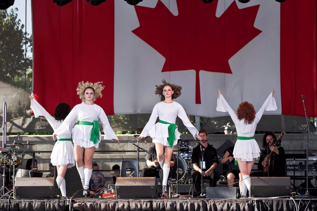 Stock Photo: 1990-57859 Irish stepdancers performing at Folklorama. Winnipeg, Manitoba, Canada.