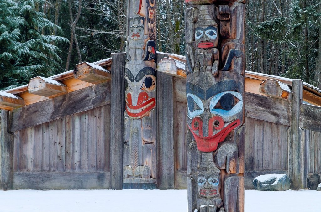 Stock Photo: 1990-58902 Totem poles and longhouse, Museum of Anthropology, MOA. University of British Columbia, Vancouver, British Columbia, Canada
