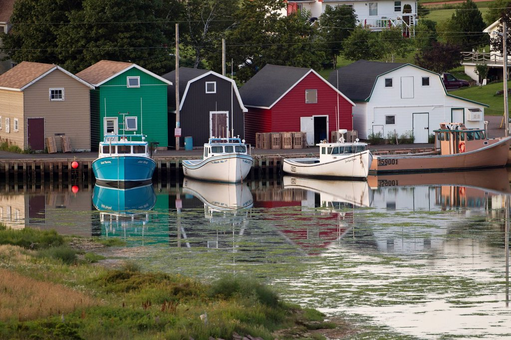 The view of boats in harbour from Hostetter´s Viewscape, French River, Prince Edward Island : Stock Photo