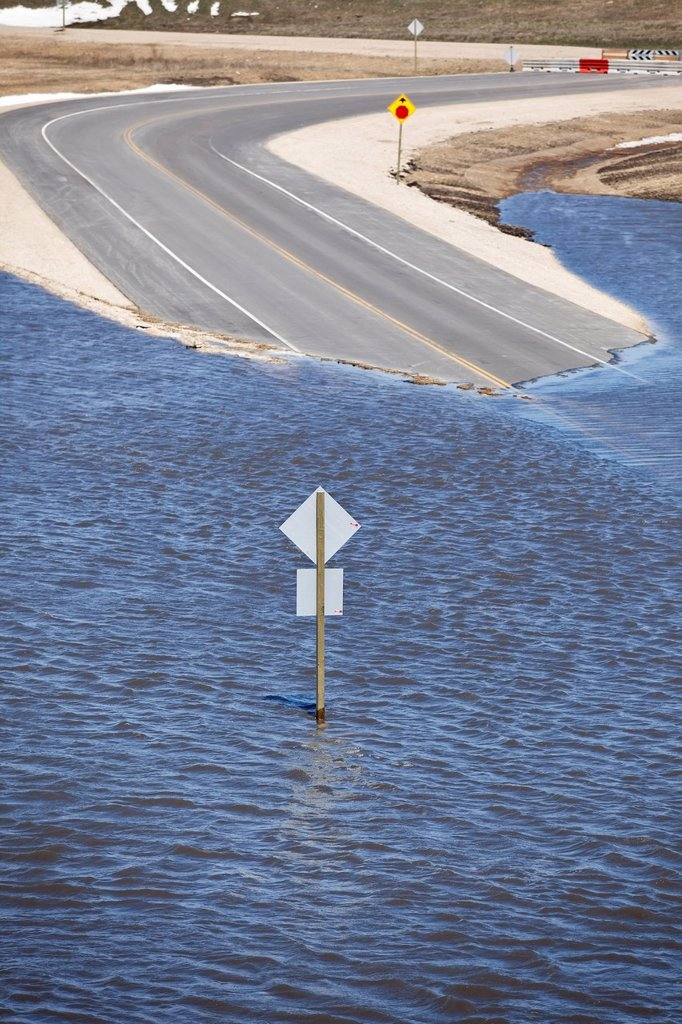 Stock Photo: 1990-60251 Spring flooding of the Red River on Highway 44, Red River Valley, north of Winnipeg, Manitoba, Canada