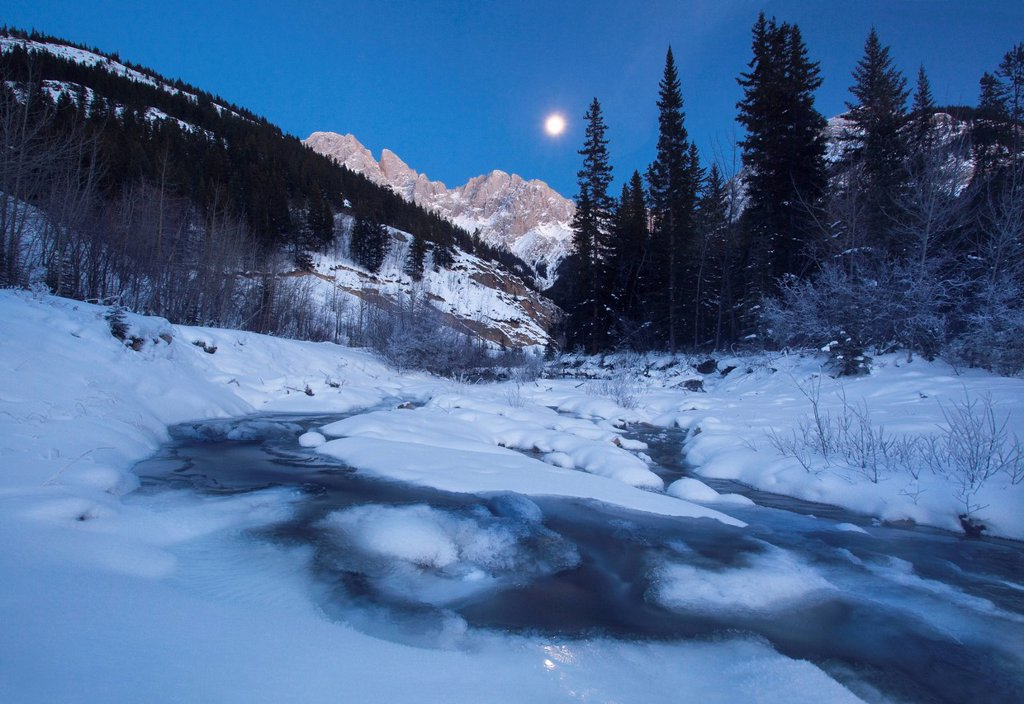 Stock Photo: 1990-60616 Moonrise over King Creek in Peter Lougheed Provincial Park, Alberta, Canada