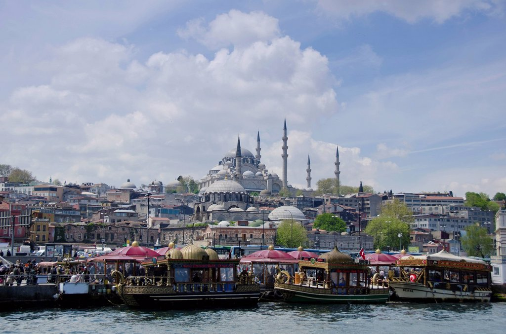 Stock Photo: 1990-62442 Floating restaurants and the Rüstem Pasha Mosque, located in the Eminönü district of Istanbul, Turkey.