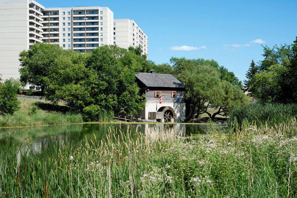 Stock Photo: 1990-65476 Cuthbert Grant´s Old Mill along Sturgeon Creek in Winnipeg, Manitoba, Canada.