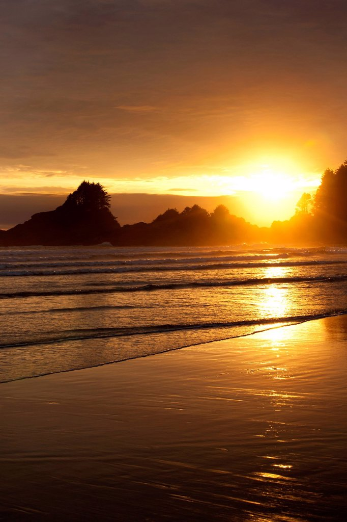 Cox Bay at sunset near Tofino, British Columbia, Canada on Vancouver Island in Clayoquot Sound UNESCO Biosphere Reserve. : Stock Photo