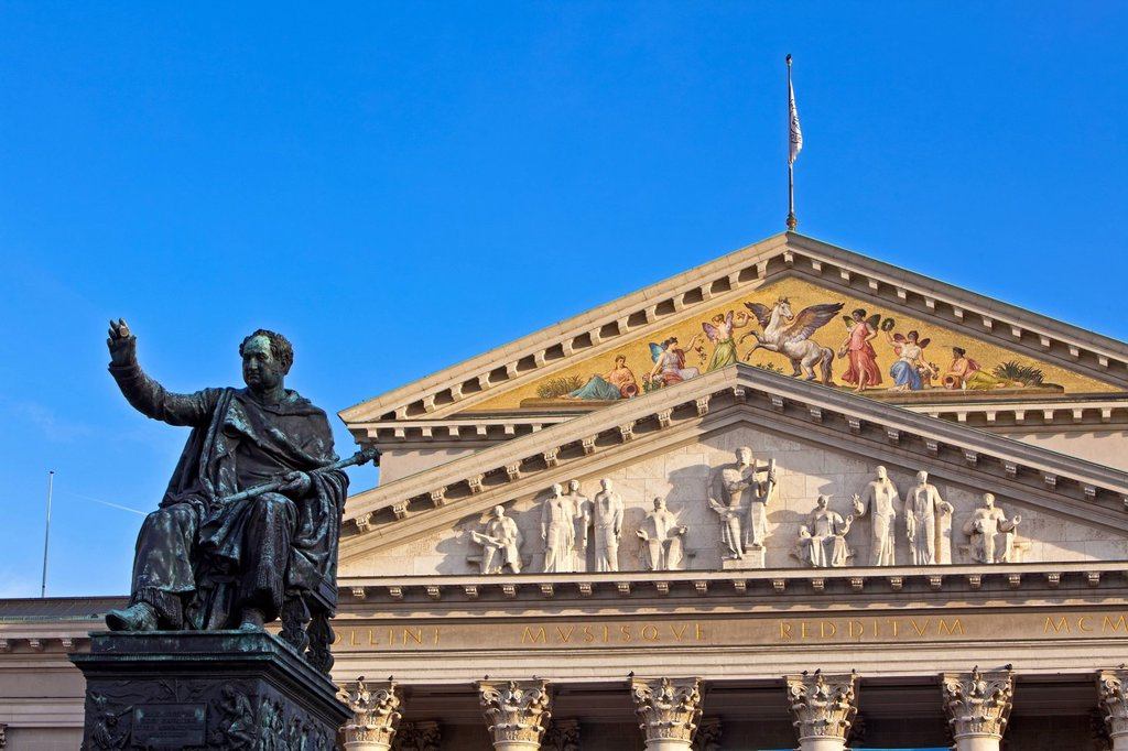 Statue/monument to King Maximilian 1st of Bavaria in Max_Joseph_Platz outside the Nationaltheater München National Theatre Munich, City of München Munich, Bavaria, Germany, Europe. : Stock Photo