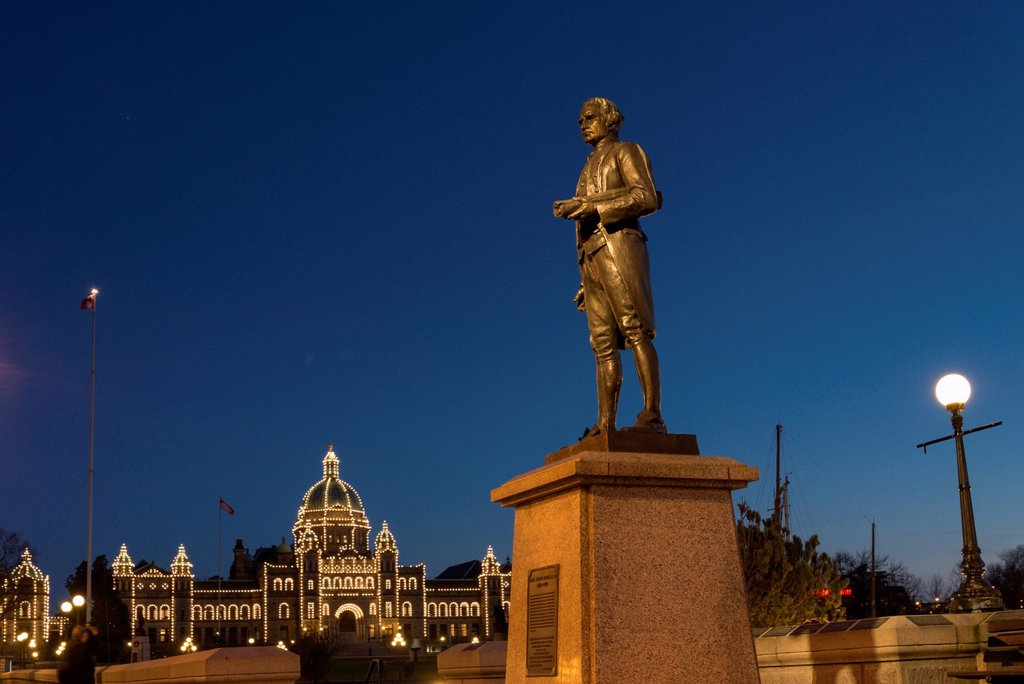 Stock Photo: 1990-77534 Statue of Captain James Cook, Victoria, British Columbia, Canada