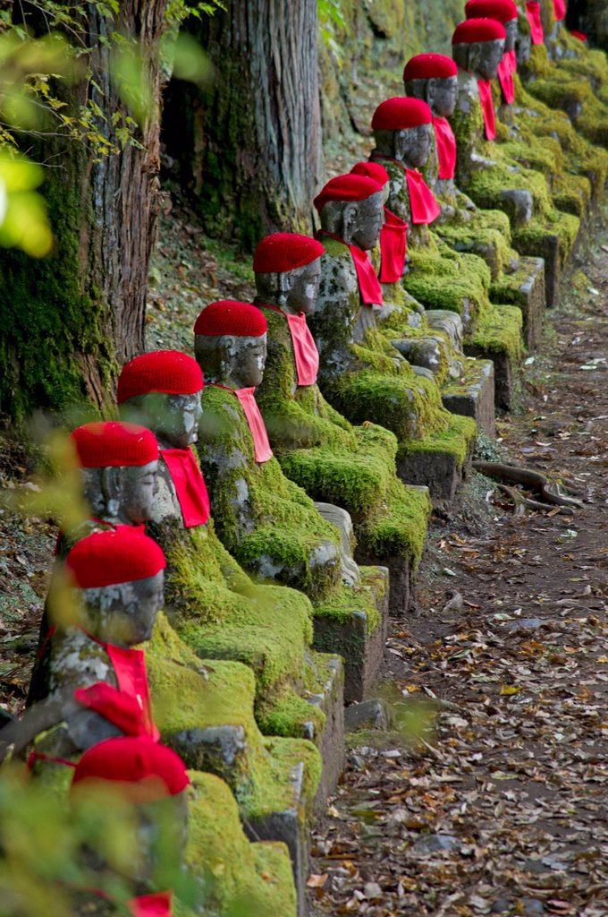 Stock Photo: 1990-77647 Jizo (Bodhisattva) statues in Kanmangafuchi Abyss in Nikko, Japan